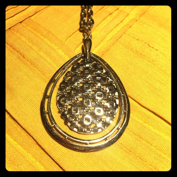 Jewelry - Fun and funky vintage pendant necklace